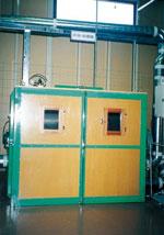 羽毛リフォームの工程。洗浄後の羽毛を乾燥し計量する機械