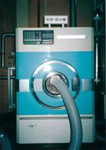 羽毛リフォームの工程羽毛布団から取り出した羽毛を洗浄する機械