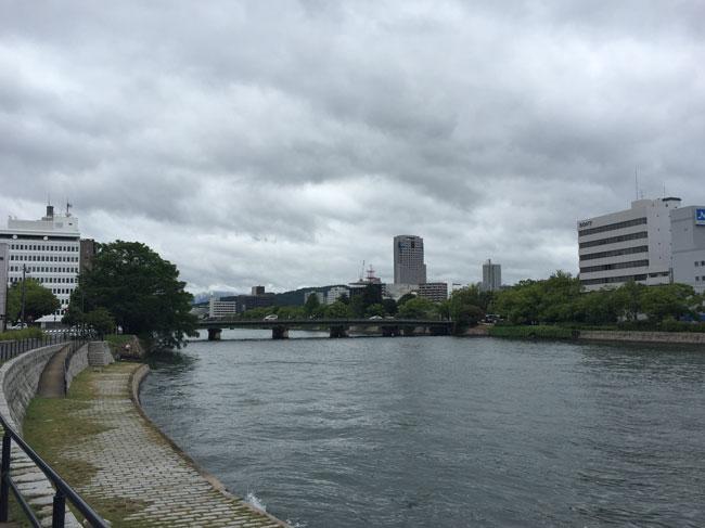 散歩しててダマされた(笑)|広島県内からオーダー枕のお客様
