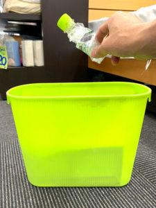 ペットボトルまくらの使用後はゴミ箱へ。