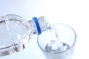 ミネラルウォーターのボトルのイメージ