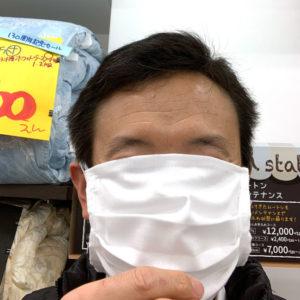 自社製さらしマスク最初の一枚。当ててみると大きすぎた。