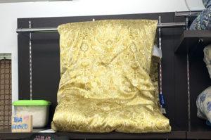 タイの黄金シルクを原料に近江の職人さんが手引きした極上の真綿掛け布団