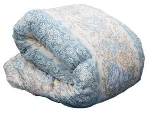 たたまれた羽毛布団。使わない時期の羽毛布団の収納法は...